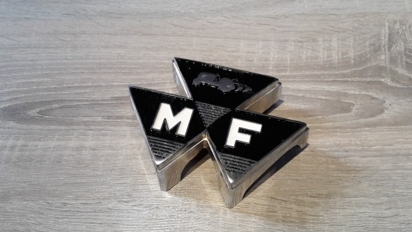 MASSEY FERGUSON GRILL EMBLEM METALL 100 SERIE