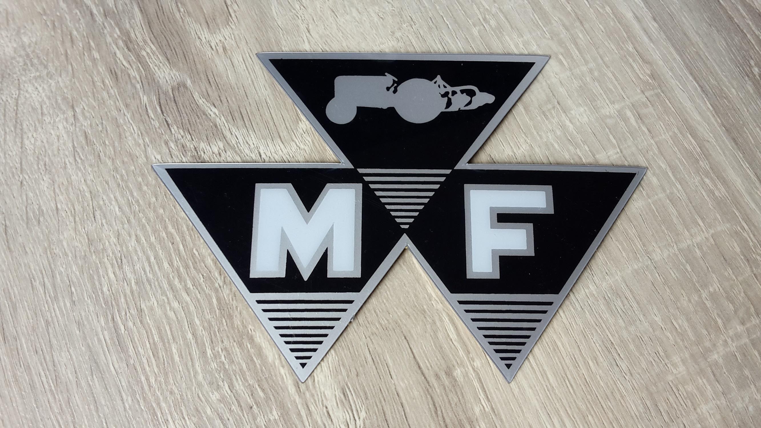 Traktorist shop aufkleber schriftzug ihc mc cormick